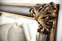 Деревянные рамы с лепным декором
